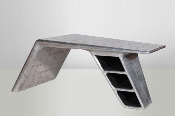 Der Schreibtisch Planetable, beschlagen mit Flugzeug-Aluminium
